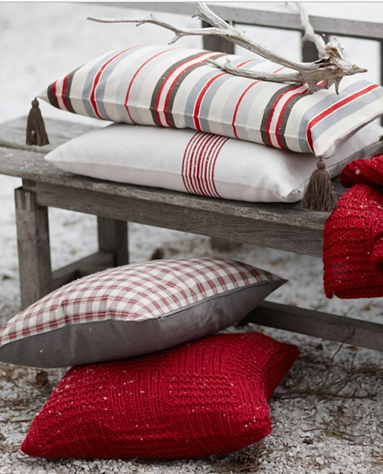 Simple Christmas Decorating Ideas - Christmas Pillows