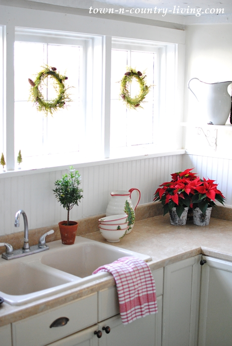 Christmas Decorating in a Farmhouse Kitchen