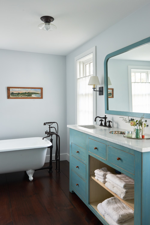 Country Style Master Bathroom