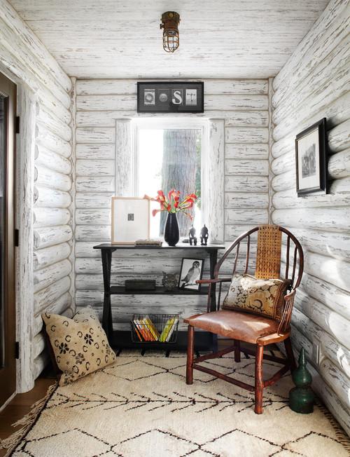 Cozy nook in Wisconsin lake cabin entryway