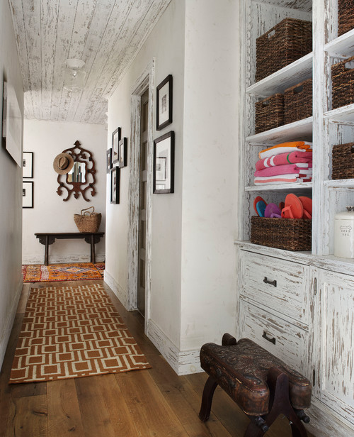 Cabin hallway with built-in cupboard