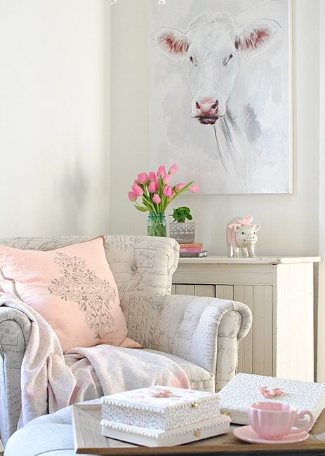Country Farmhouse Sitting Room in Cream and Pink