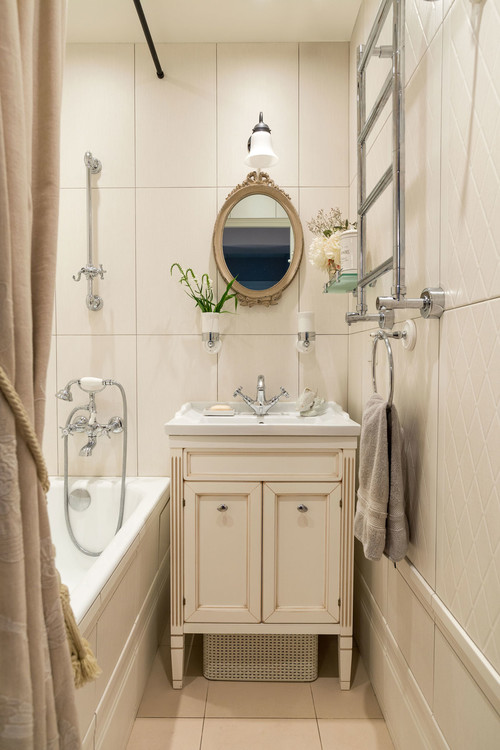 Traditional Bathroom in Cream Tones