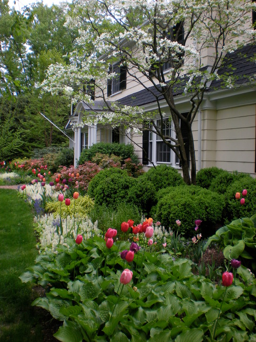Traditional spring landscape at front entrance of home