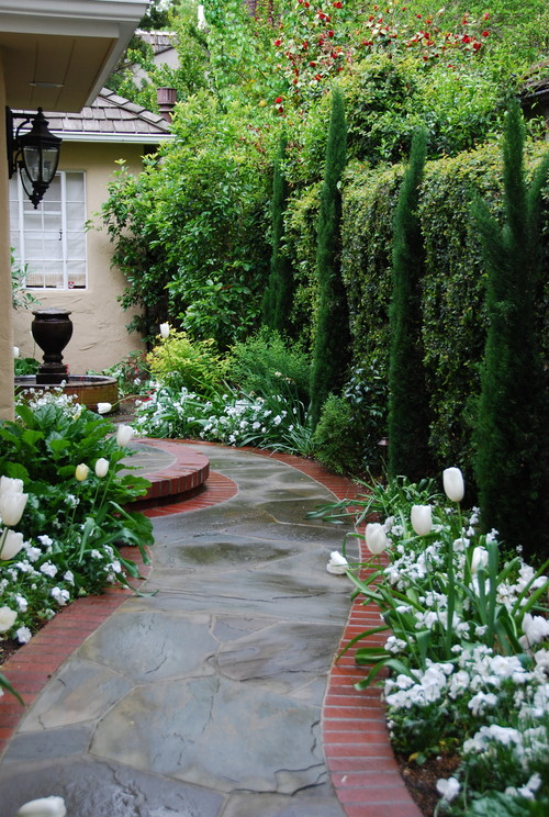 Green and white courtyard garden