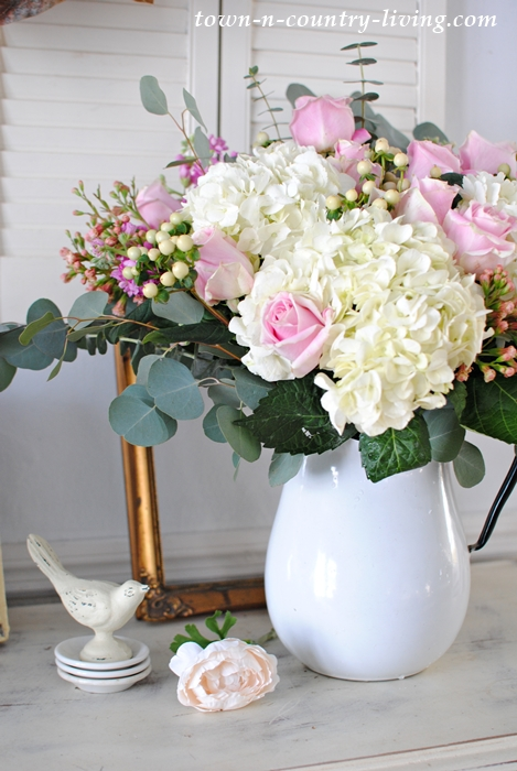 How to Arrange Flowers for a Beautiful Centerpiece