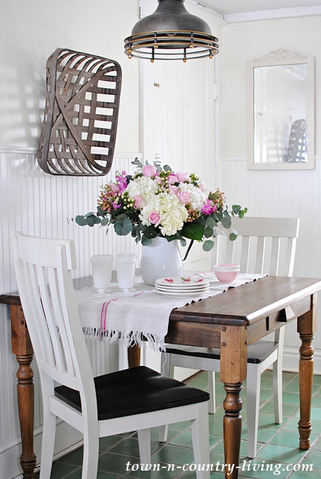 Farmhouse Breakfast Nook with Spring Flower Arrangement