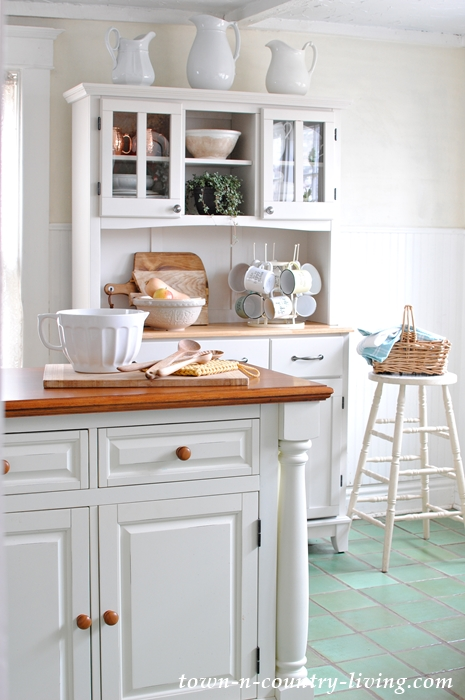 Farmhouse Kitchen Island and Hutch