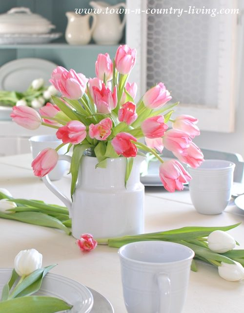Tulip Centerpiece in Farmhouse Dining Room