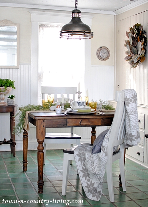 Country Farmhouse Breakfast Nook