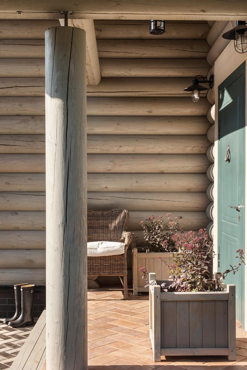 Log Cabin Porch and Entryway