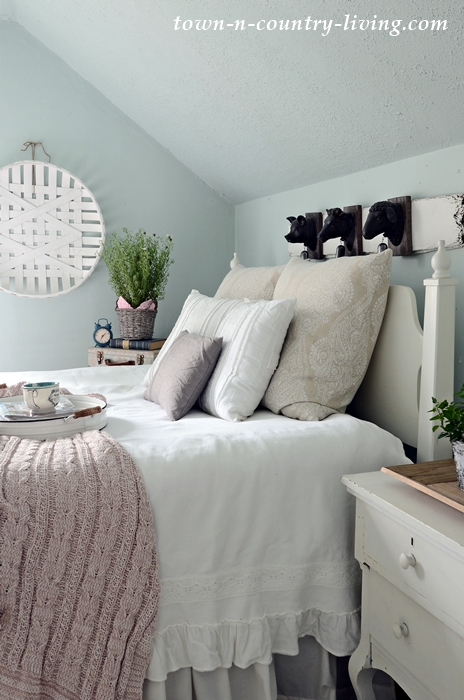 How To Decorate Your Bedroom For Spring Town Country Living Beauteous How To Decorate Your Bedroom
