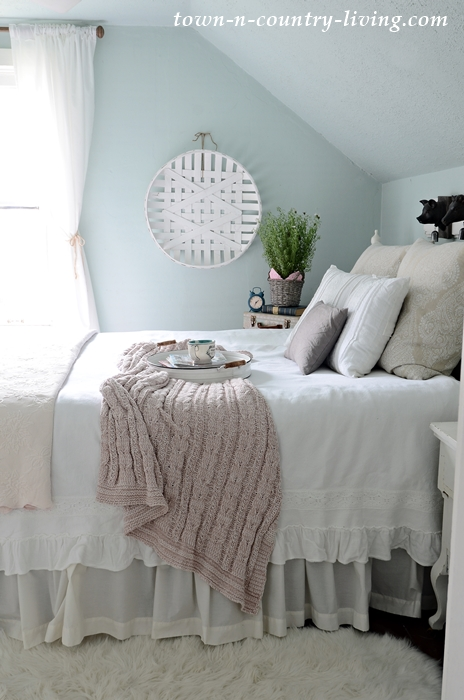 Soft colors for a spring bedroom