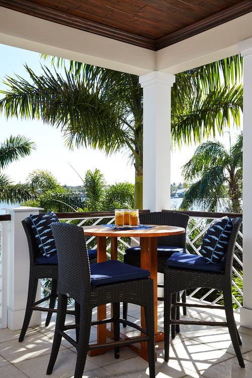 Outdoor Dining with Palm Trees