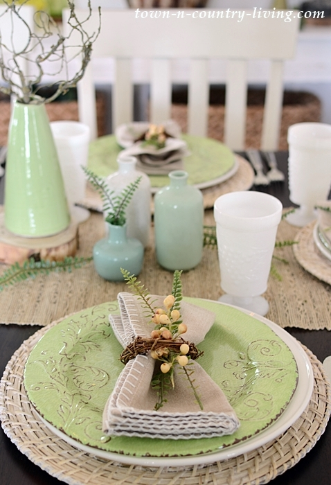 Organic Table Setting in Earth Tones