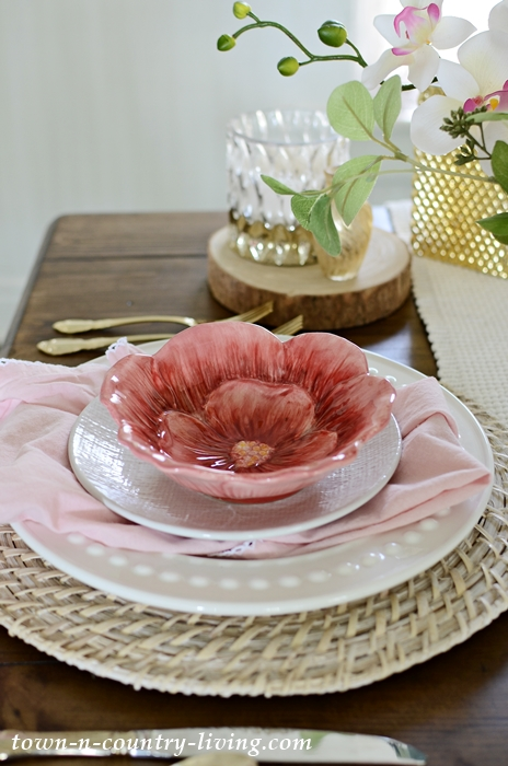 Pink and White Table Setting for Summer