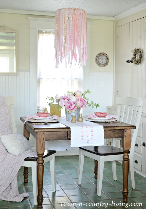 Easy DIY Ribbon Chandelier in a Farmhouse Breakfast Nook
