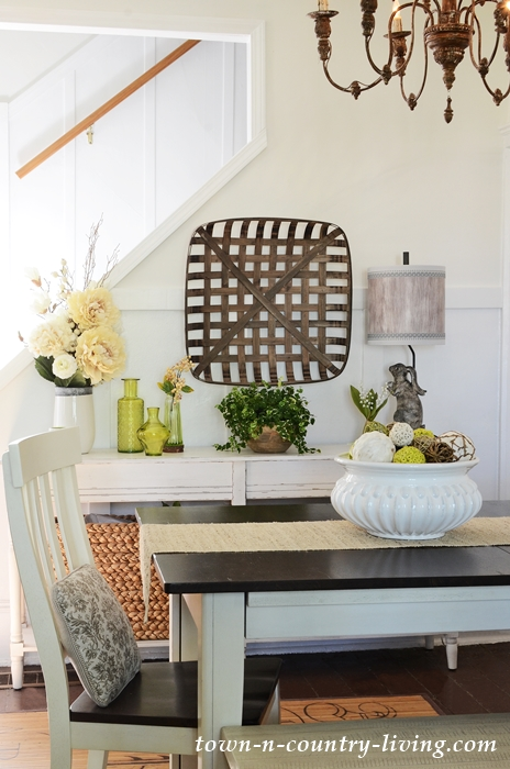 Earth Tones and Summer Green in Farmhouse Dining Room