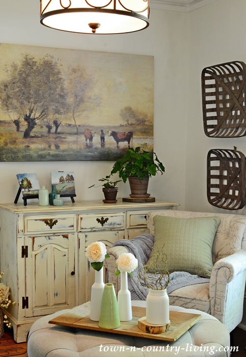 Colors of Nature in Farmhouse Sitting Room