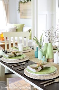 Simple Summer Table Setting