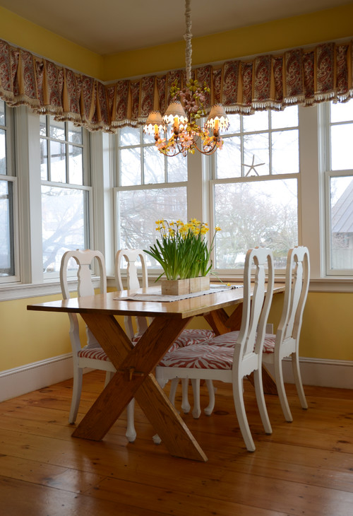 Yellow and White Country Style Breakfast Nook