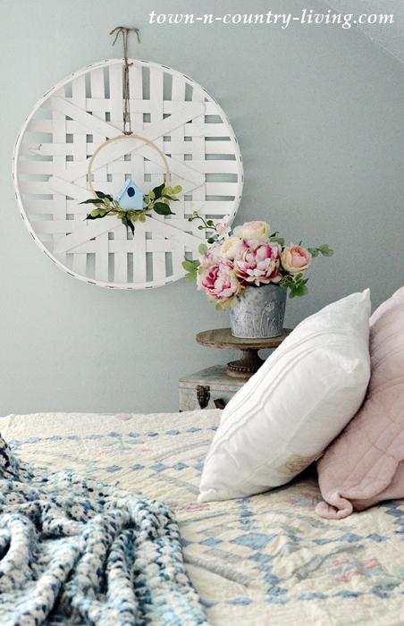 Summer Cozy Living with DIY Birdhouse Wreath