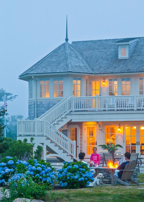 Haus am Strand mit Balkon