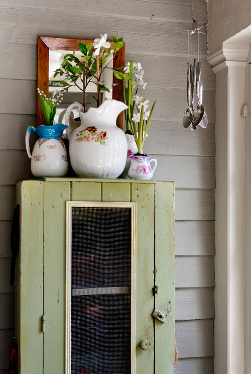 Decorate in Unique Ways with Vintage Flea Market Finds.