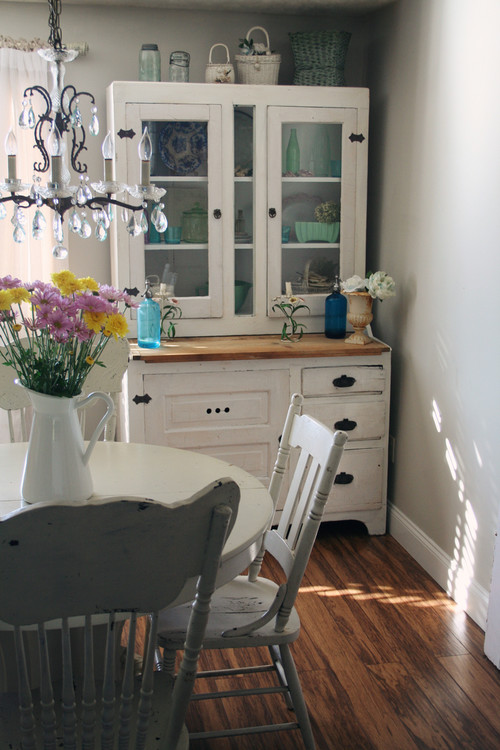 Cottage Style Breakfast Nook with Hutch