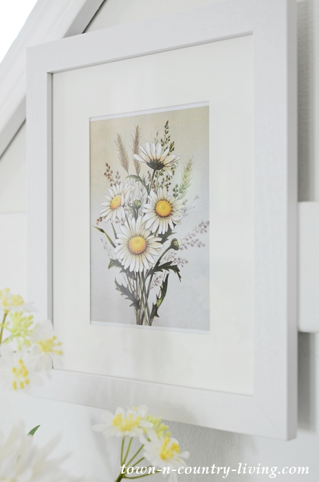 Daisy Printables in White Frames for Summer Decorating