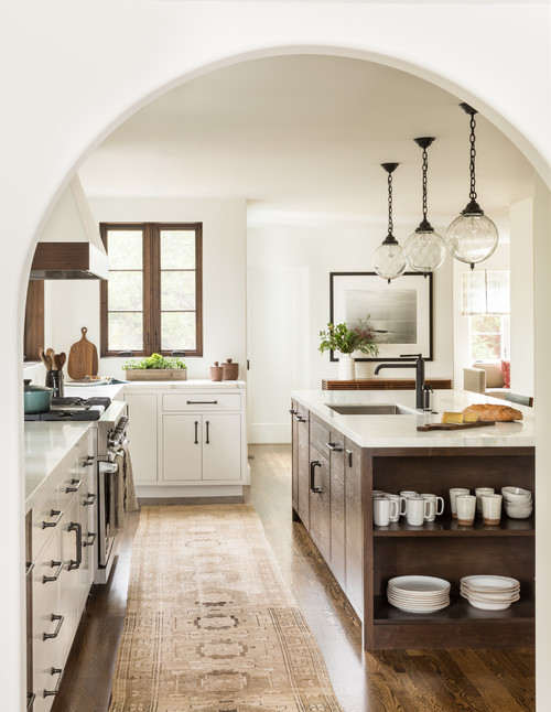 Mediterranean Style Kitchen in Neutral Tones
