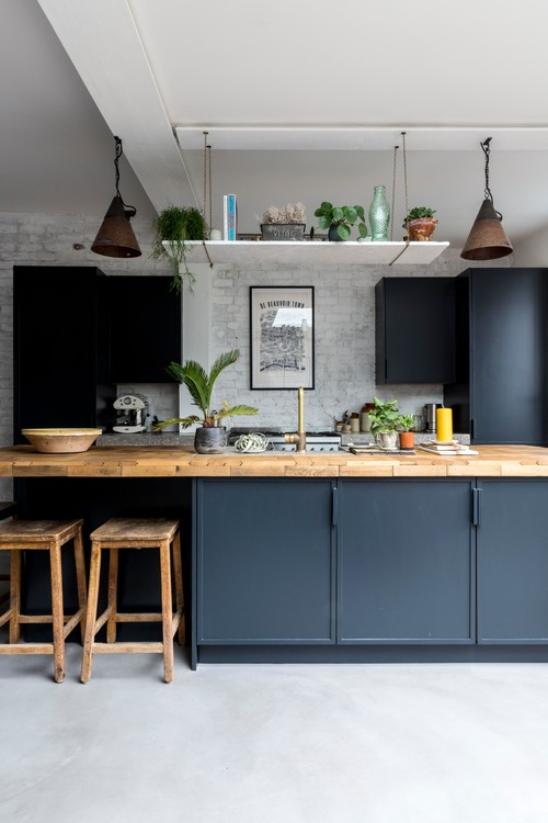 Industrial English Kitchen In Dark Blue and White