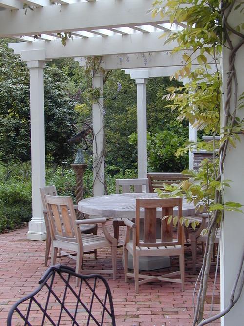 Elegant White Pergola for Outdoor Dining