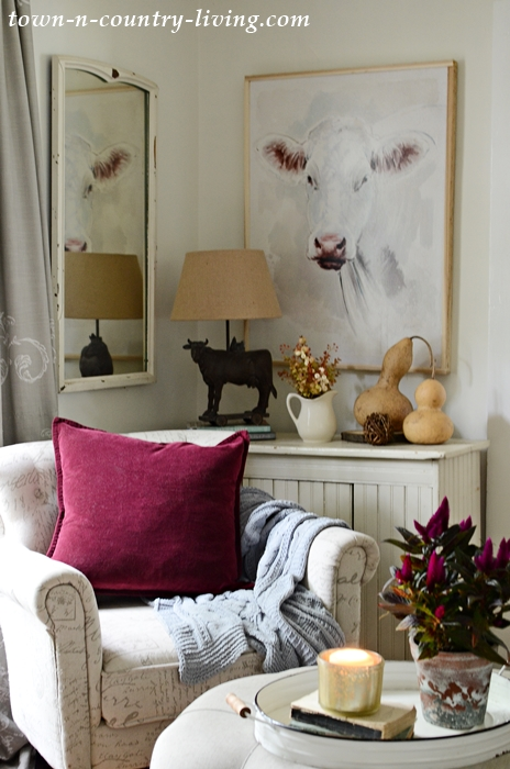 Country Style Sitting Room Decorated for Fall