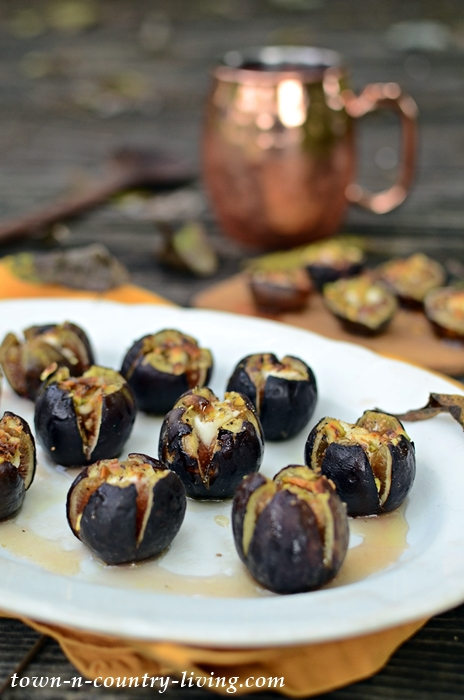 Roasted Figs with Goat Cheese, Honey, and Pistachios