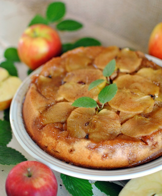 Easy-to-Make Apple Upside Down Cake