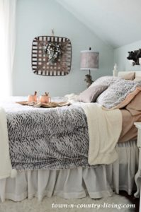 Create a Cozy Guest Bedroom for the Holidays