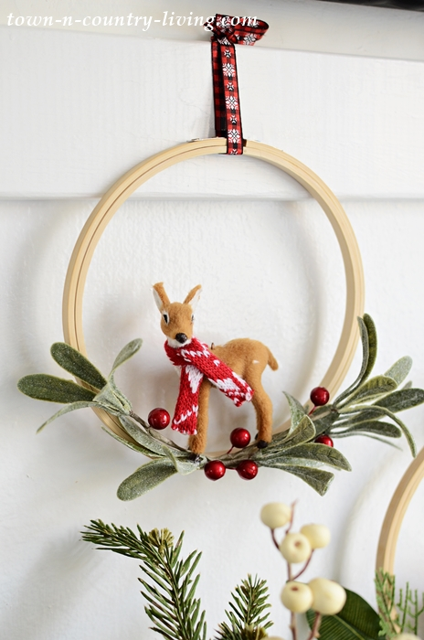 DIY Embroidery Hoop Christmas Wreath with Mini Animals