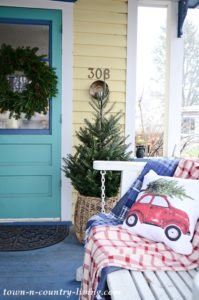Christmas Porch Decorations: Country Style