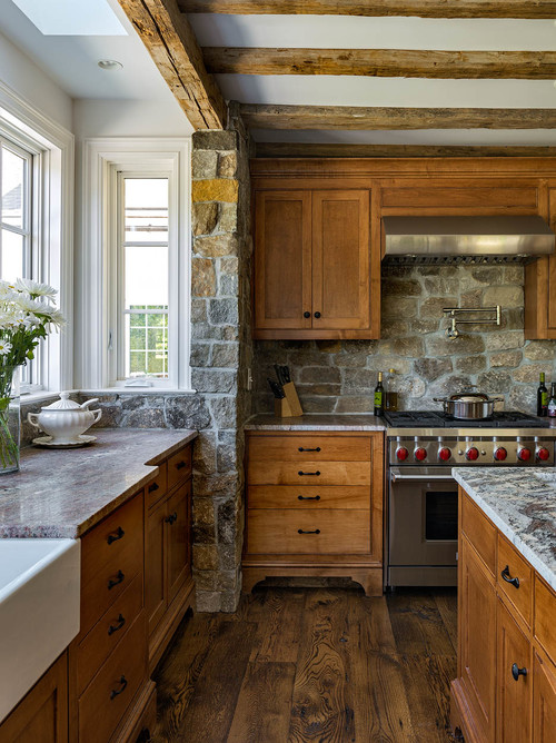 Rustic Earthy Kitchen with Farmhouse Style