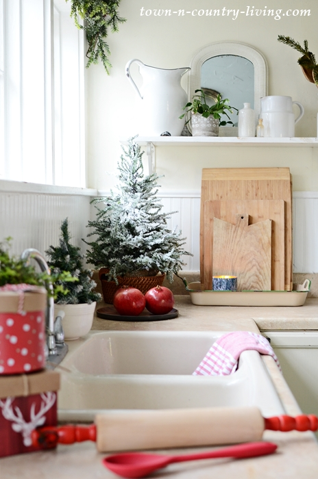 Holiday Home Tour - A Country Style Christmas Kitchen