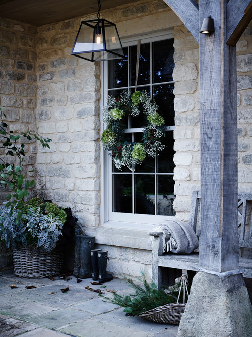 Nature Inspired Christmas Decorations on the Front Porch