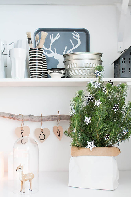 Simple Christmas Decorations in a Scandinavian Kitchen