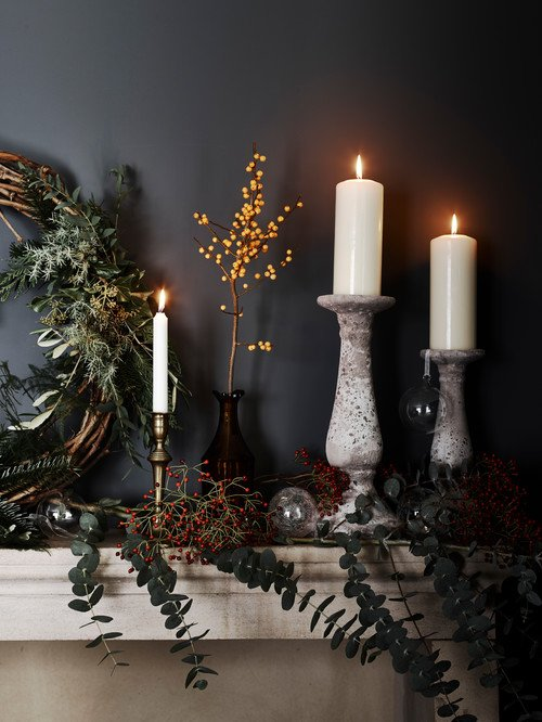 Nature Inspired Christmas Decorations on Fireplace Mantel