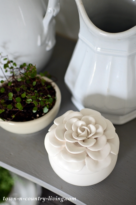 Gardenia Candle in Porcelain Flower Holder