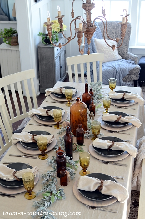 Earthy Table Setting with Natural Linen
