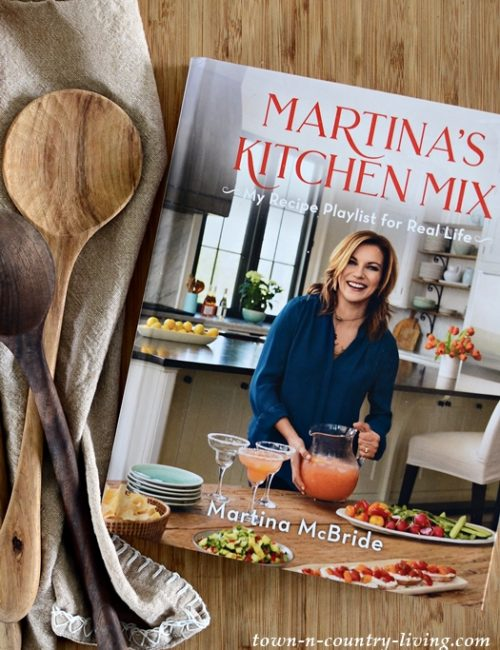 Martina's Kitchen Mix. The New Martina McBride Cookbook