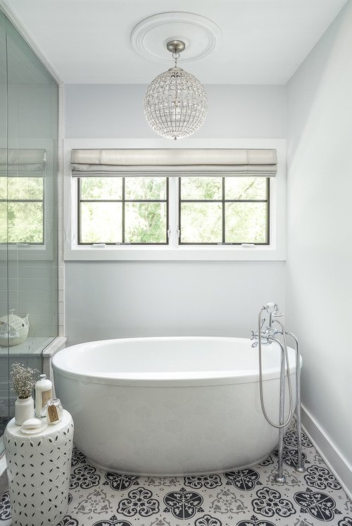 White Free Standing Bath Tub
