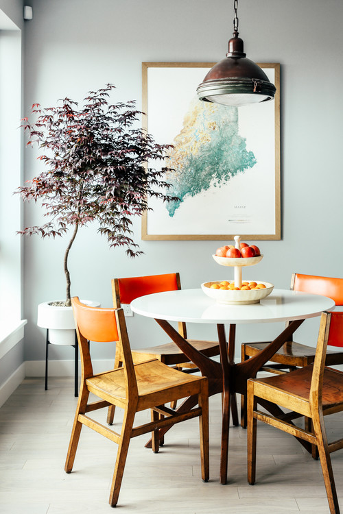 Map of Maine Decorates Breakfast Nook