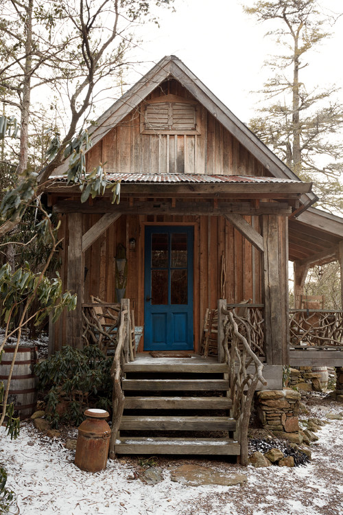 Rustic Tiny House in the Woods